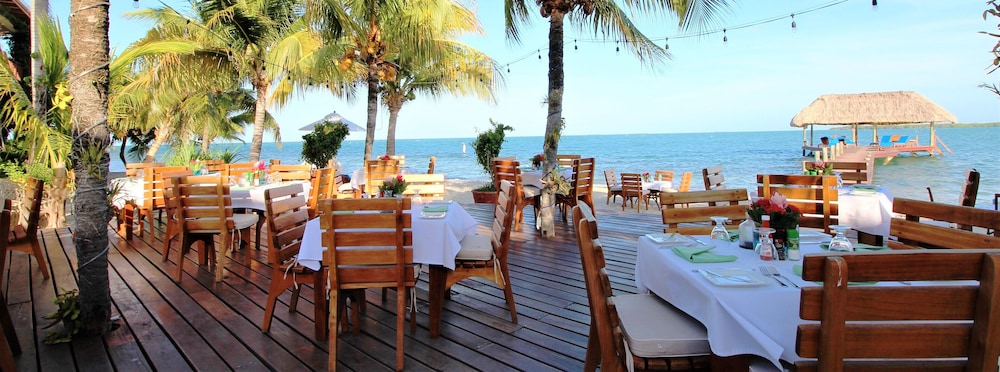 Outdoor Dining, Chabil Mar Luxury Villas - Guest Exclusive Beach Resort
