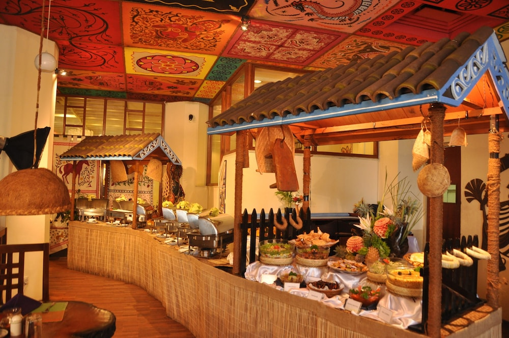 Grand oriental hotel reviews photos rates for Authentic sri lankan cuisine