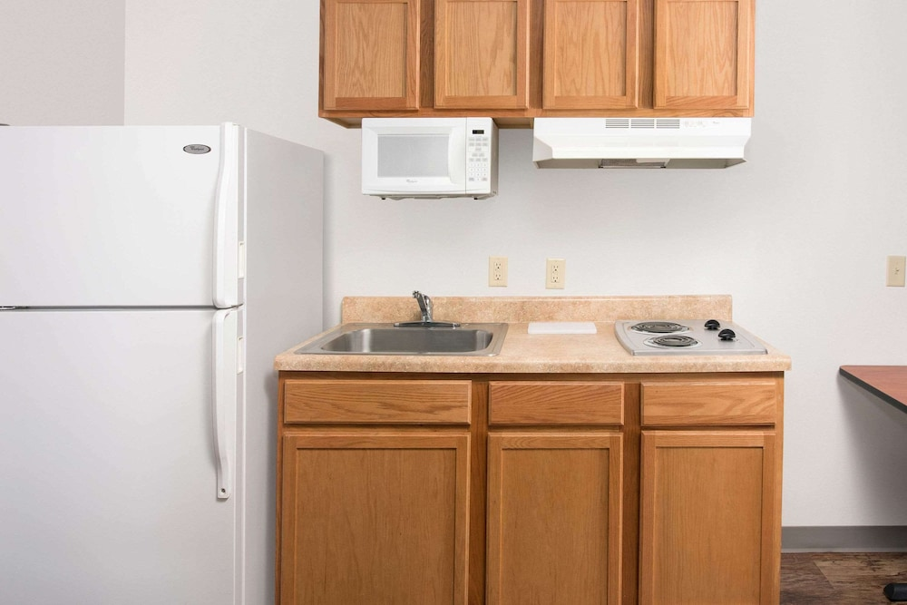 Private Kitchen, WoodSpring Suites Kalamazoo