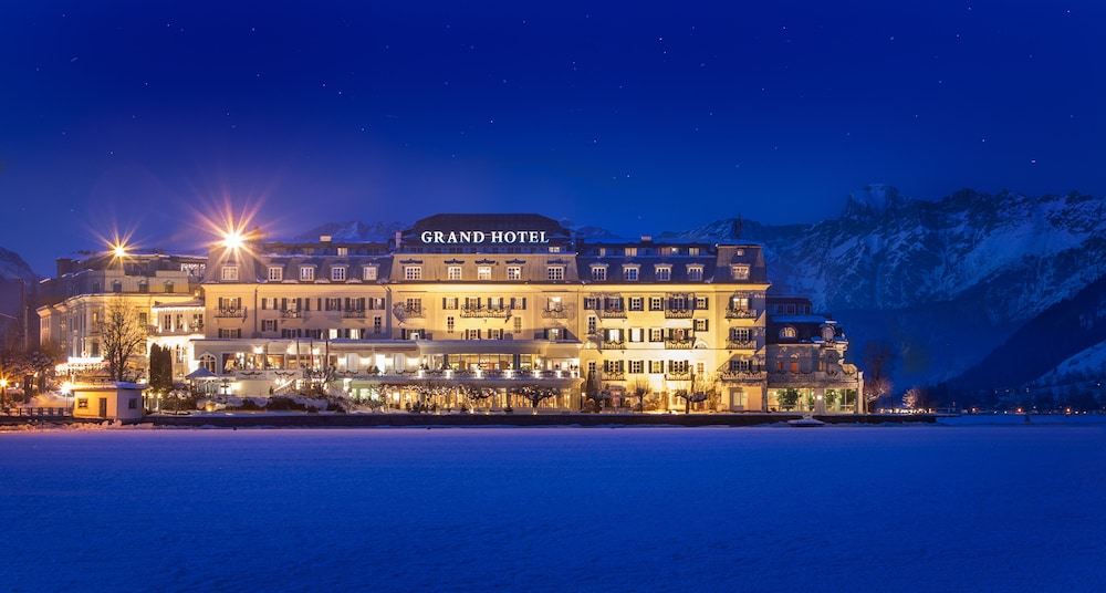 Front of Property - Evening/Night, Grand Hotel Zell Am See