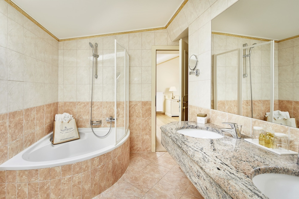 Bathroom, Grand Hotel Zell Am See