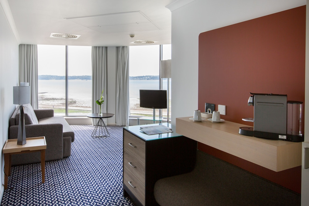 Living Room, Radisson Blu Waterfront Hotel, Jersey