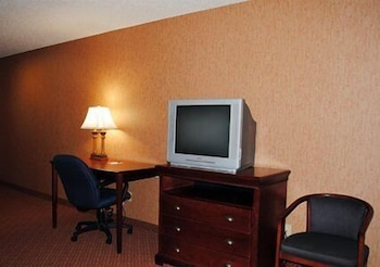 Living Area, Quality Inn & Suites