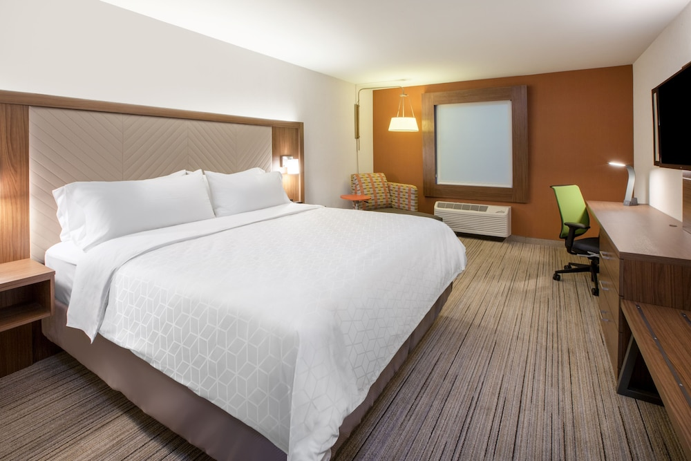 Room, Holiday Inn Express Hotel & Suites Texas City, an IHG Hotel