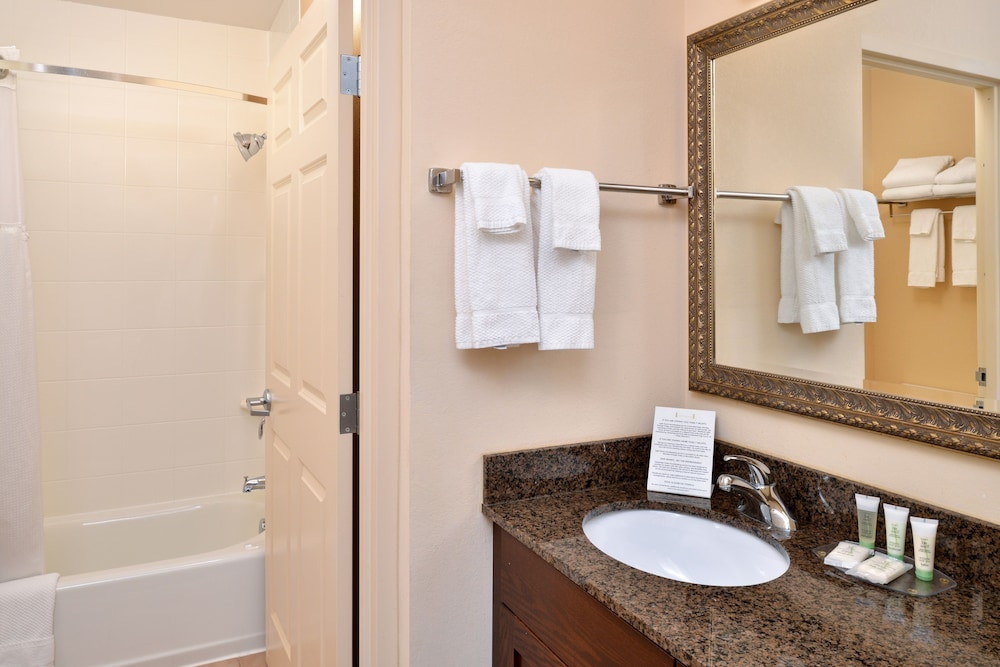 Bathroom, Staybridge Suites Chesapeake