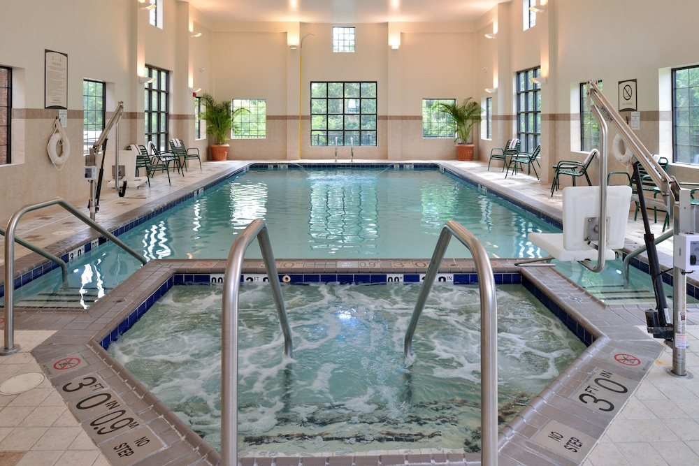 Pool, Staybridge Suites Chesapeake