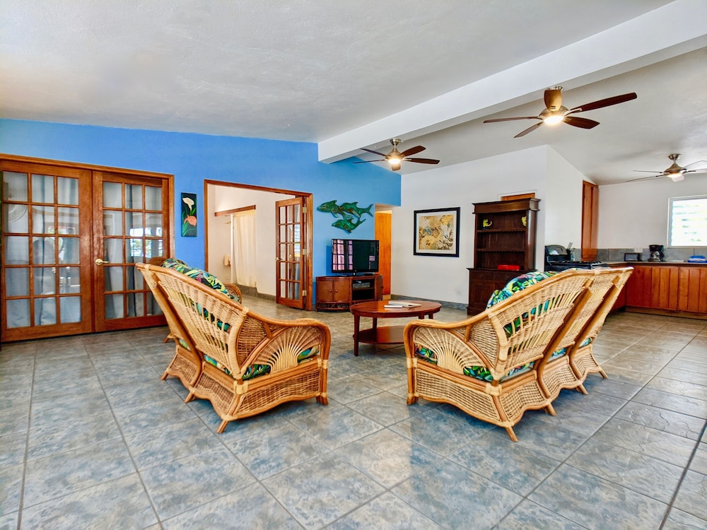 Living Area, Sand Castle on the Beach - Adults Only
