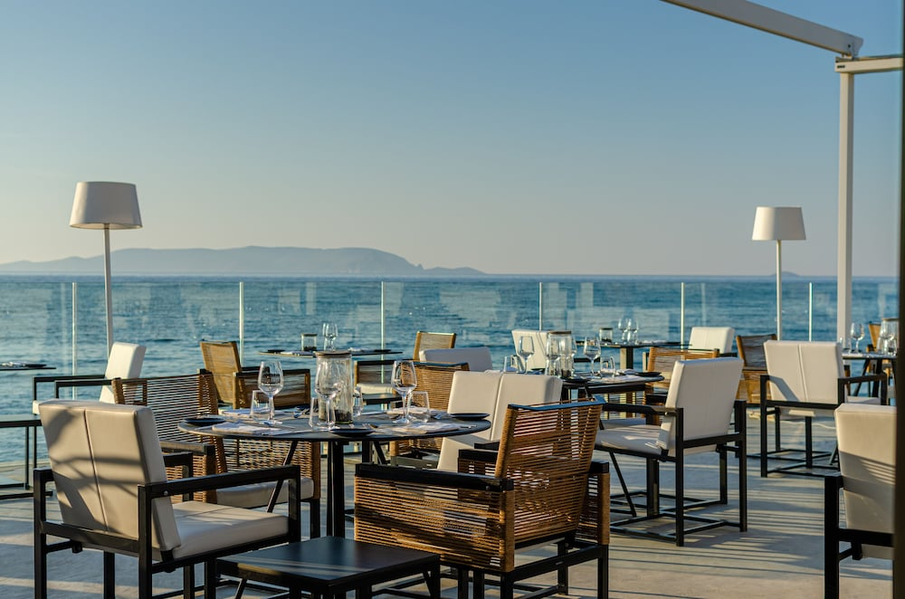 Outdoor Dining, Knossos Beach Bungalows Suites Resort & Spa