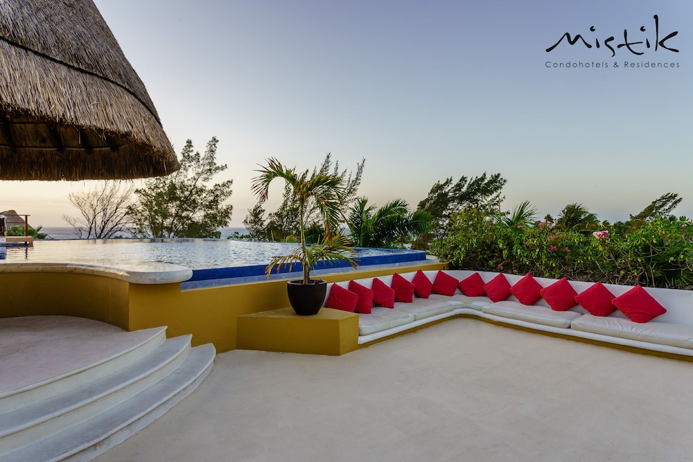 Infinity Pool, Pueblito Escondido Luxury by Mistik