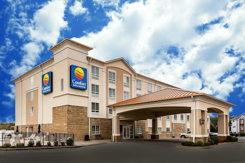Check Expedia for Availability of Comfort Inn & Suites