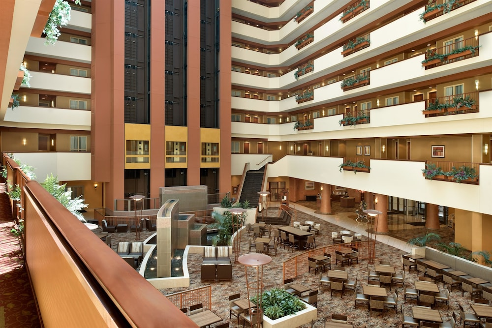 Embassy Suites By Hilton E Peoria Riverfront Conf Center 2019 Room