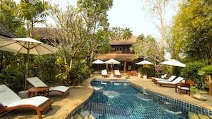 Outdoor pool, pool umbrellas, sun loungers
