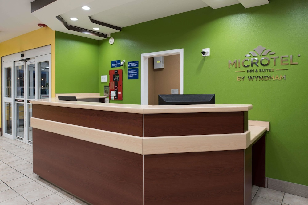 Lobby, Microtel Inn & Suites by Wyndham Rogers