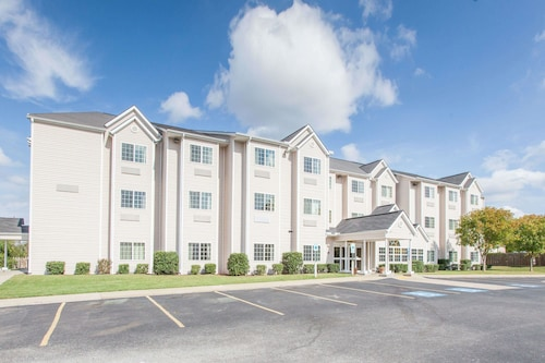 Microtel Inn & Suites by Wyndham Rogers