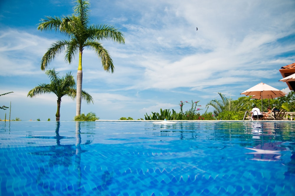Infinity Pool, Hotel Parador Resort And Spa