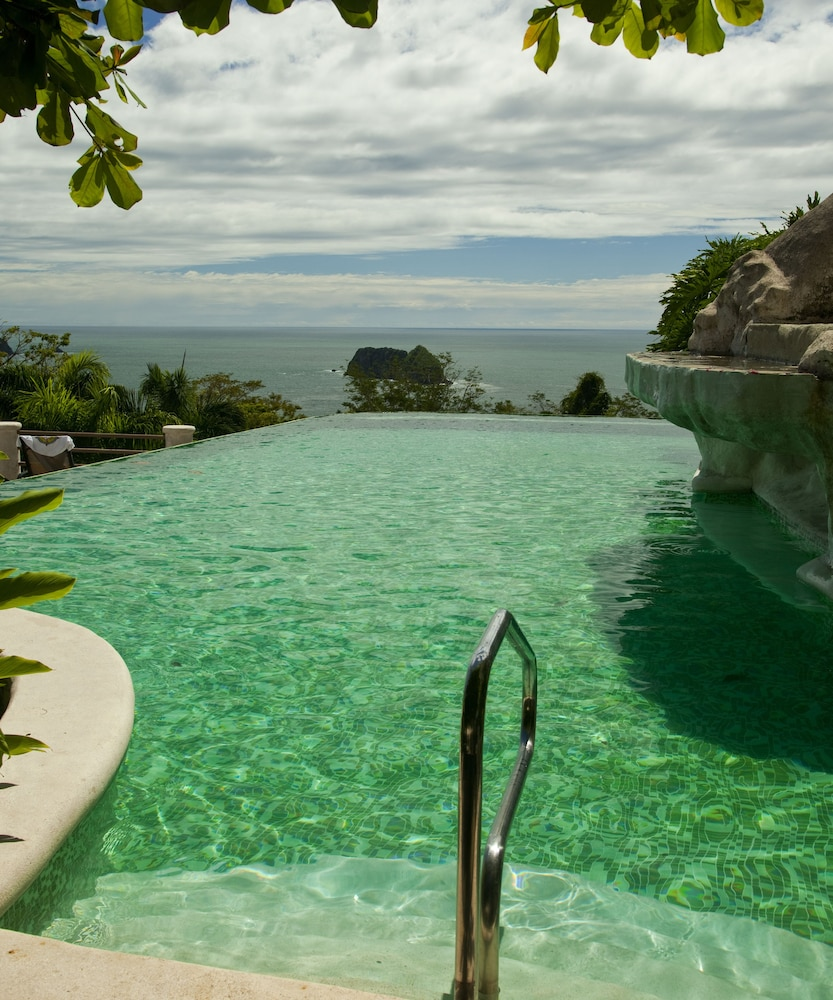 Outdoor Pool, Hotel Parador Resort And Spa