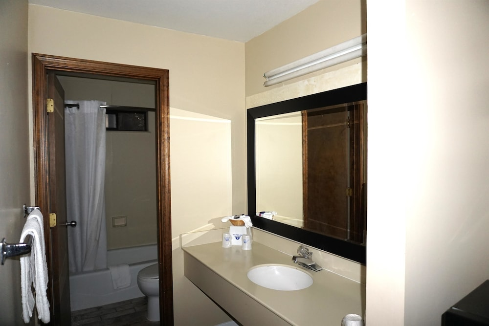 Bathroom, Americas Best Value Inn Concord, CA
