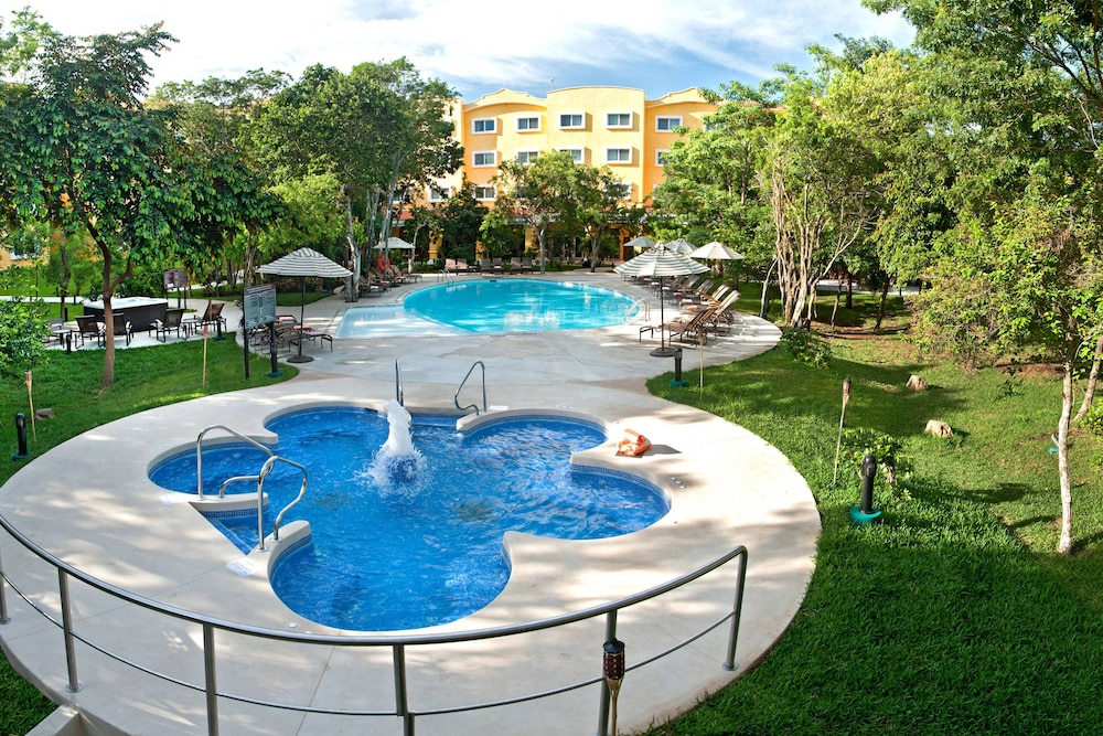 Pool, Courtyard By Marriott Cancun Airport