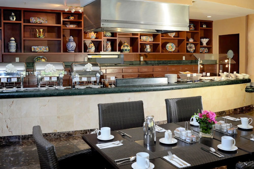 Breakfast Area, Courtyard By Marriott Cancun Airport