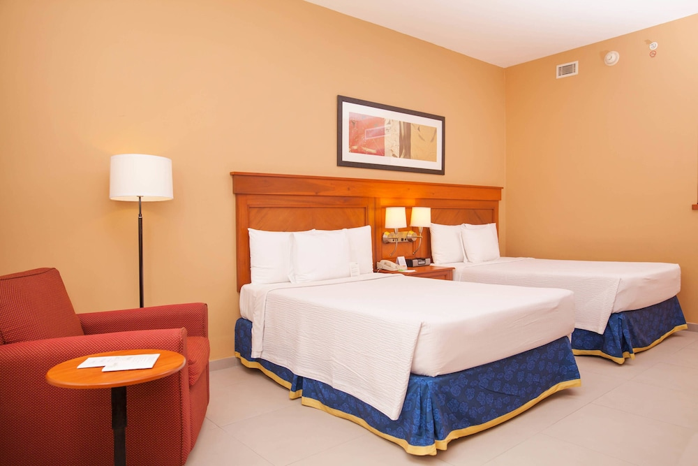 Room, Courtyard By Marriott Cancun Airport