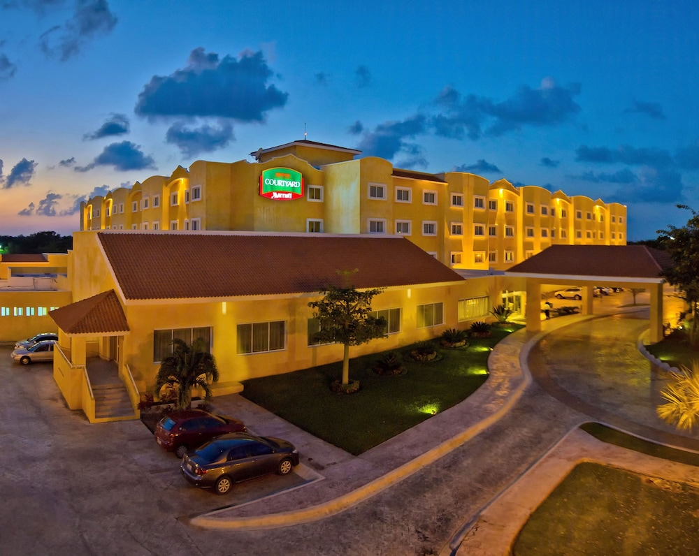 Front of Property - Evening/Night, Courtyard By Marriott Cancun Airport