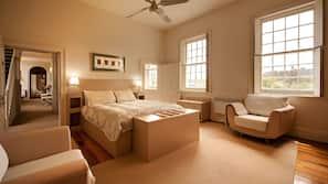1 bedroom, premium bedding, free minibar items, in-room safe