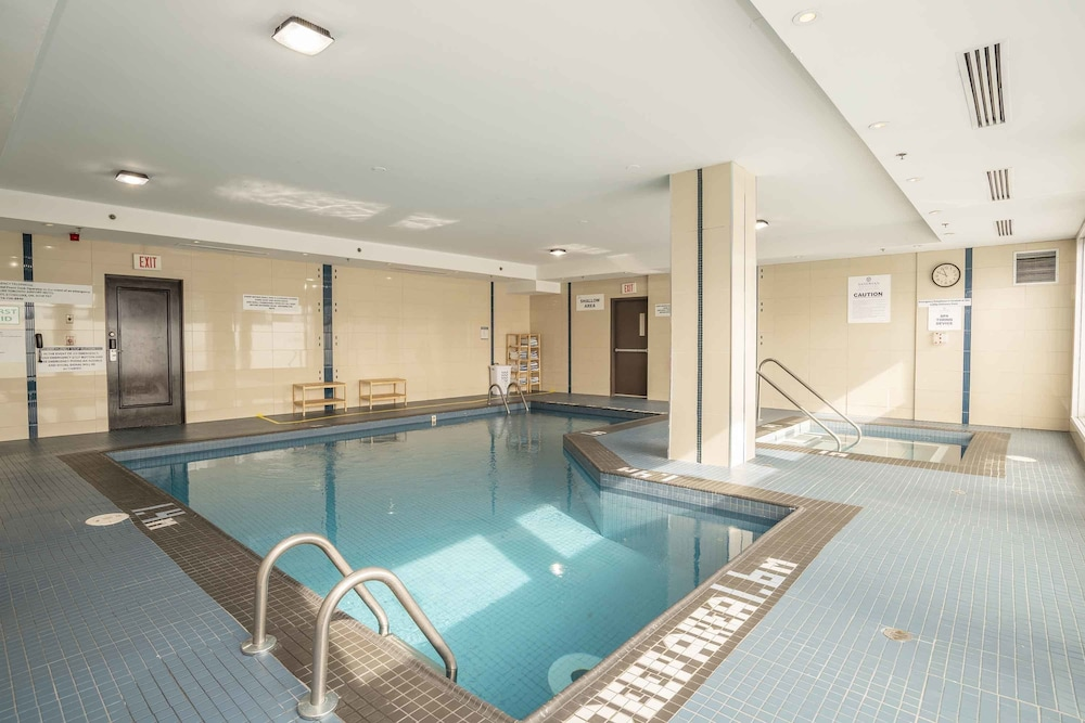 Indoor Pool, Sandman Signature Toronto Airport Hotel