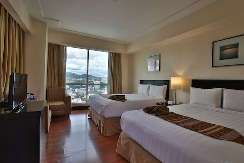 Crown Regency Hotel and Towers Cebu