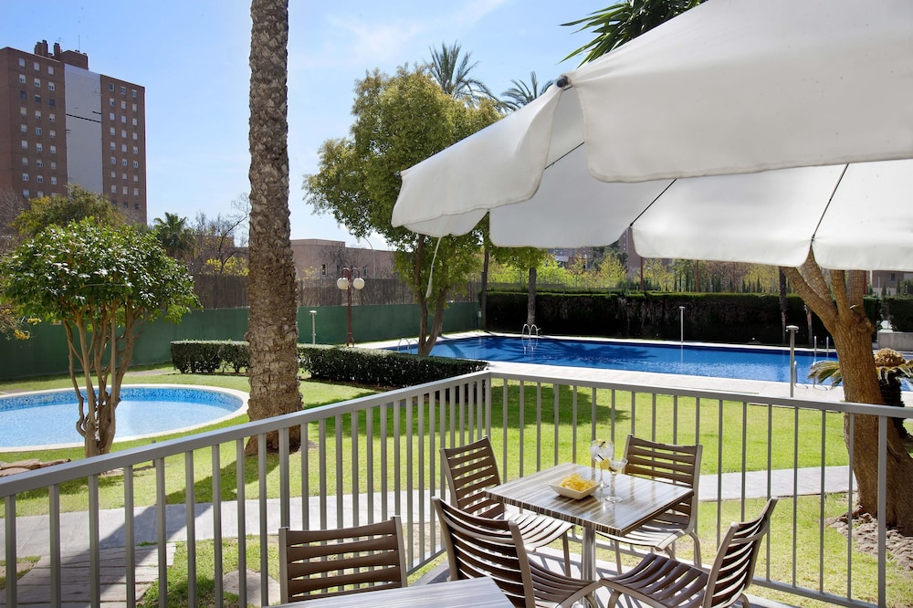 Hotel medium valencia in valencia hotel rates reviews - Piscina alameda valencia ...