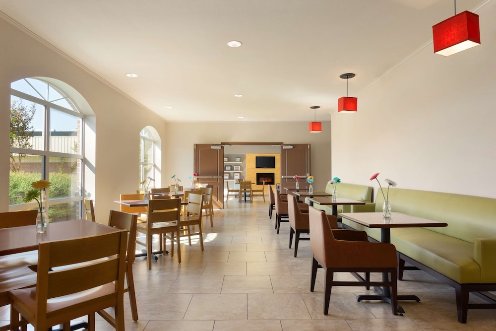 Breakfast Area, Country Inn & Suites by Radisson, Pineville, LA
