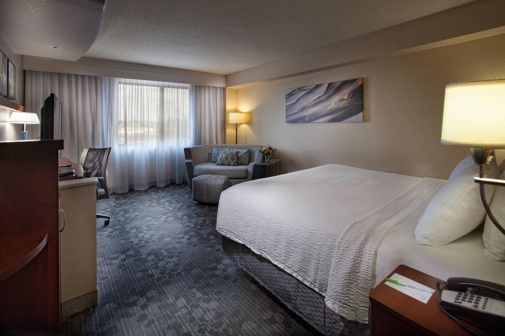 Room, Courtyard by Marriott Fayetteville