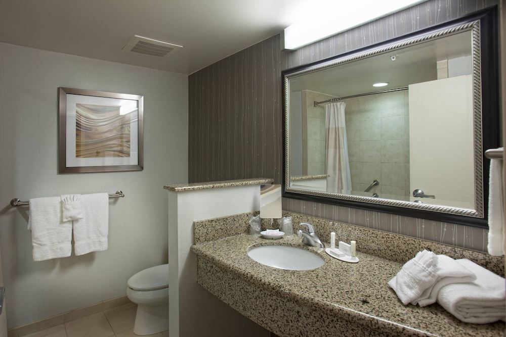 Bathroom, Courtyard by Marriott Fayetteville