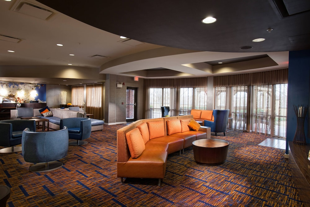 Bar, Courtyard by Marriott Fayetteville