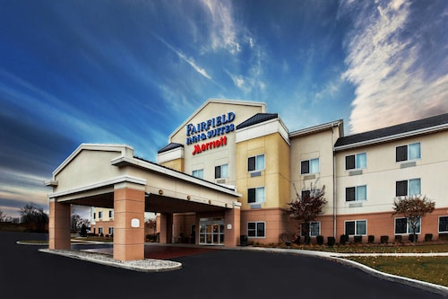 Great Place to stay Fairfield Inn & Suites by Marriott Toledo North near Toledo