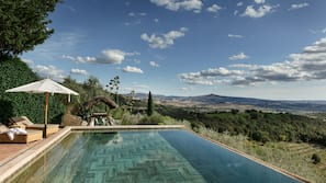 2 outdoor pools, an infinity pool, pool umbrellas, pool loungers