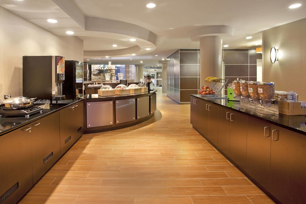 Breakfast buffet, SpringHill Suites Minneapolis-St Paul Airpt/Mall of America