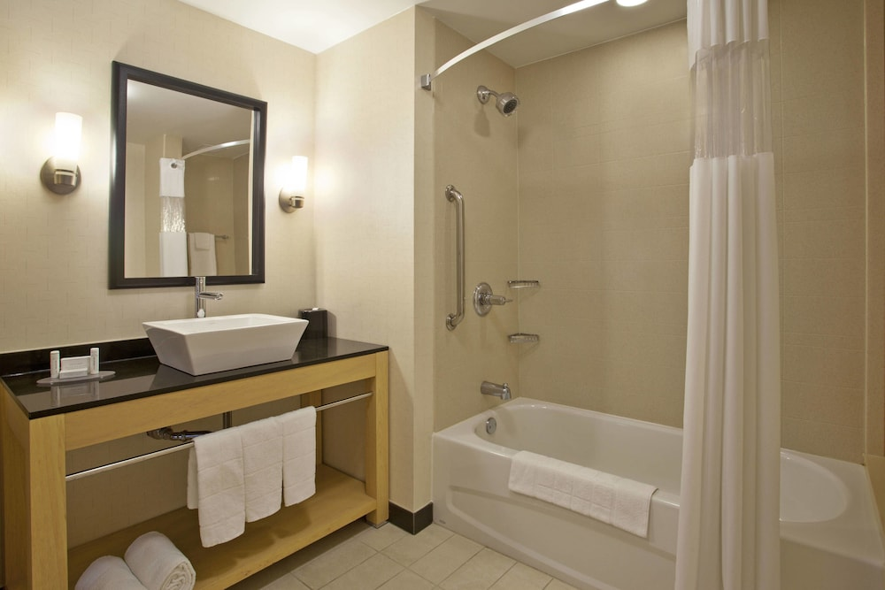 Bathroom, SpringHill Suites Minneapolis-St Paul Airpt/Mall of America