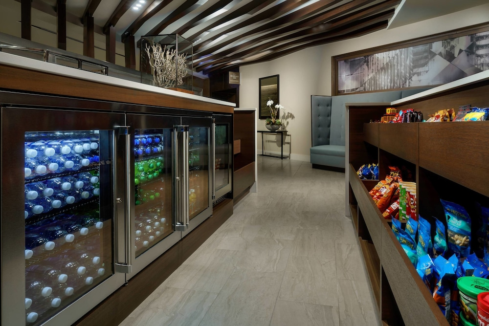 Gift Shop, Residence Inn by Marriott Chicago Downtown / River North