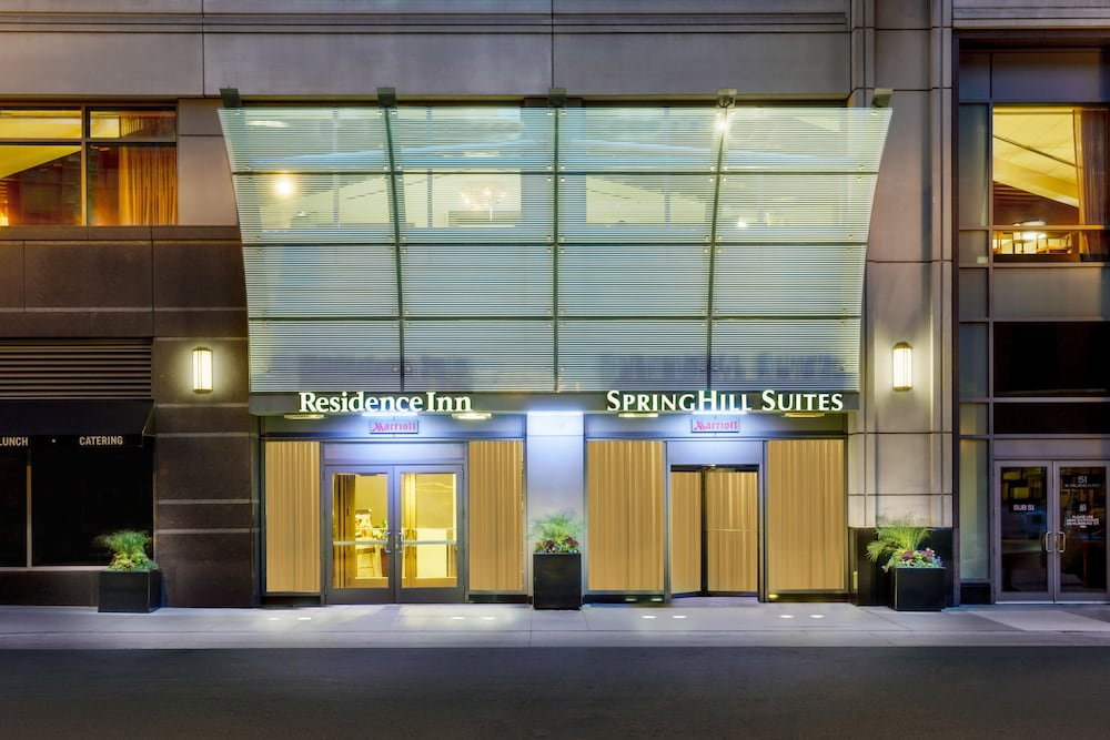 Property Entrance, Residence Inn by Marriott Chicago Downtown / River North