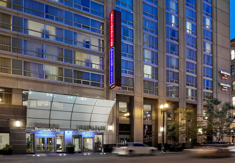 Residence inn by marriott chicago downtown river north for Suites in chicago