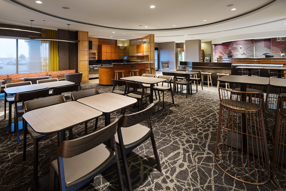 Restaurant, SpringHill Suites by Marriott Denver Airport