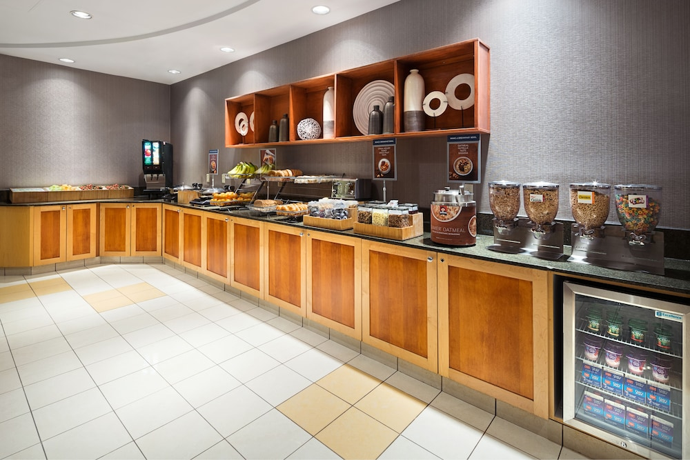 Breakfast Area, SpringHill Suites by Marriott Denver Airport