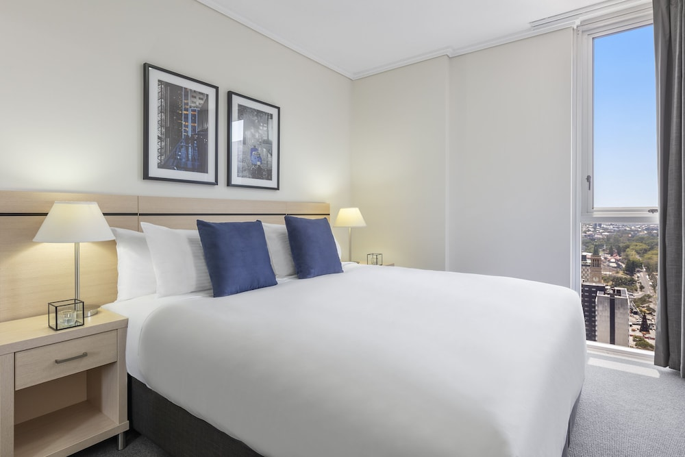 Room, Oaks Brisbane Festival Suites