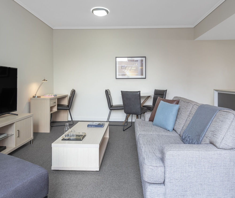 Living Area, Oaks Brisbane Festival Suites