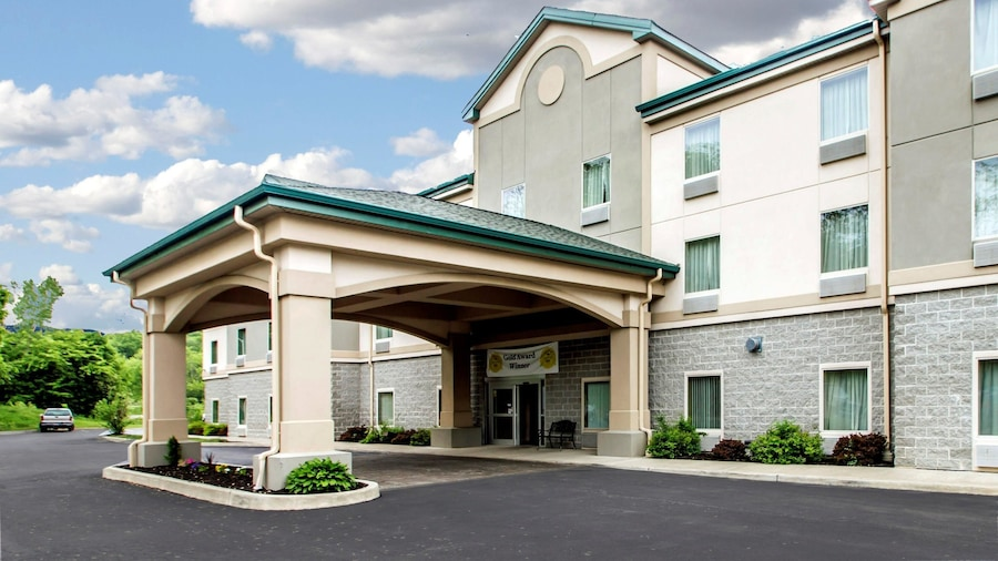 Quality Inn & Suites Fishkill South near I-84