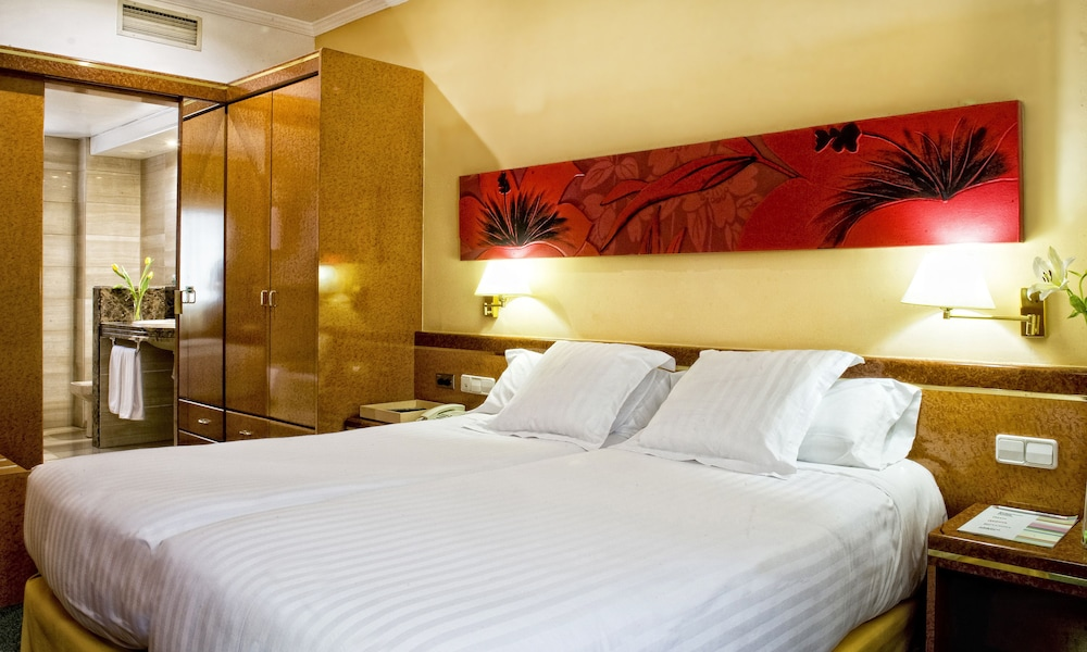 Featured Image, Acacia Suite