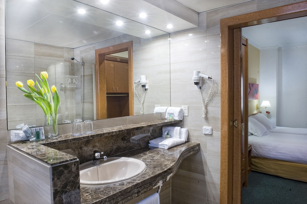 Bathroom, Acacia Suite