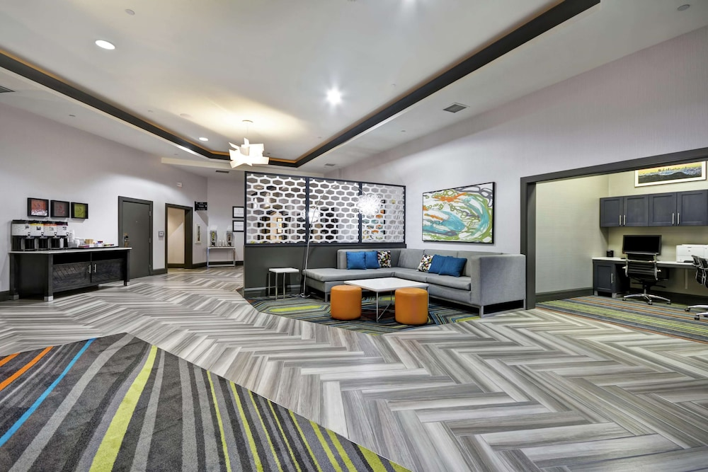 Lobby, Hampton Inn & Suites Los Angeles Burbank Airport