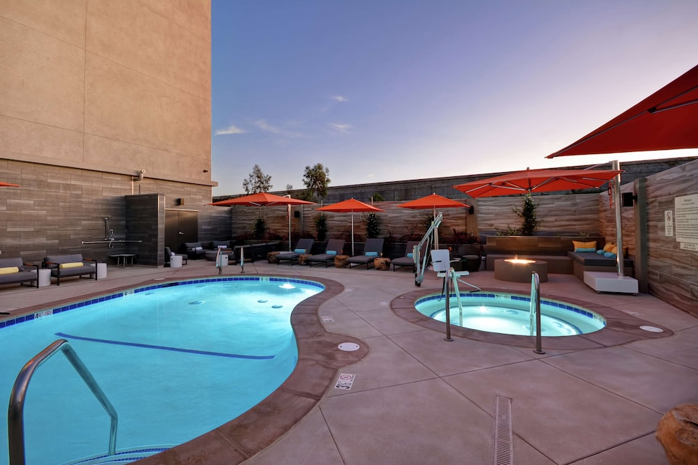 Pool, Hampton Inn & Suites Los Angeles Burbank Airport
