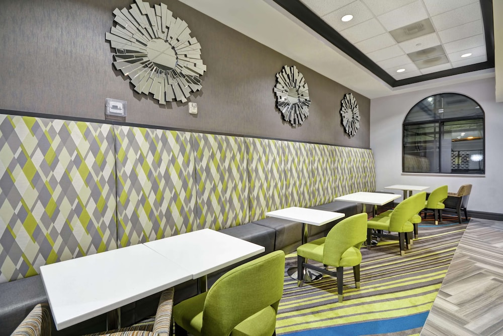 Restaurant, Hampton Inn & Suites Los Angeles Burbank Airport